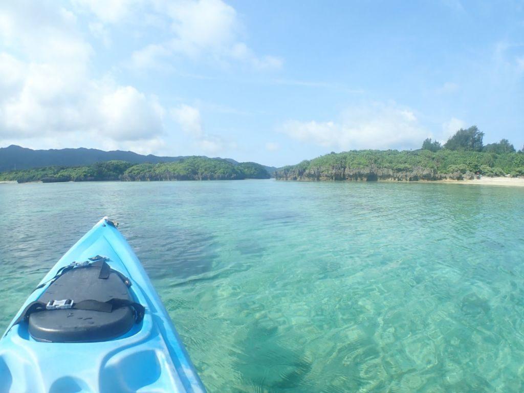 カヤックから見る川平湾の無人島