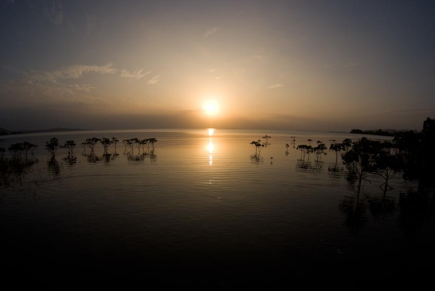 名蔵湾から見る夕日