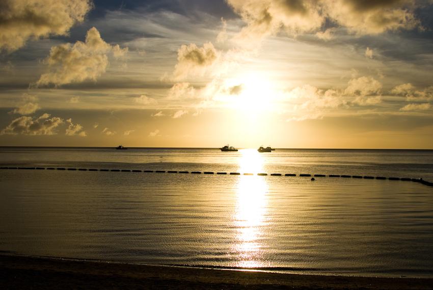 底地ビーチから見る夕日
